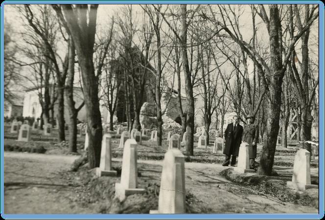 Padlí v bojoch o Dargovský priesmyk boli pochovávaní aj na cintoríne Červenej armády v Sečovciach